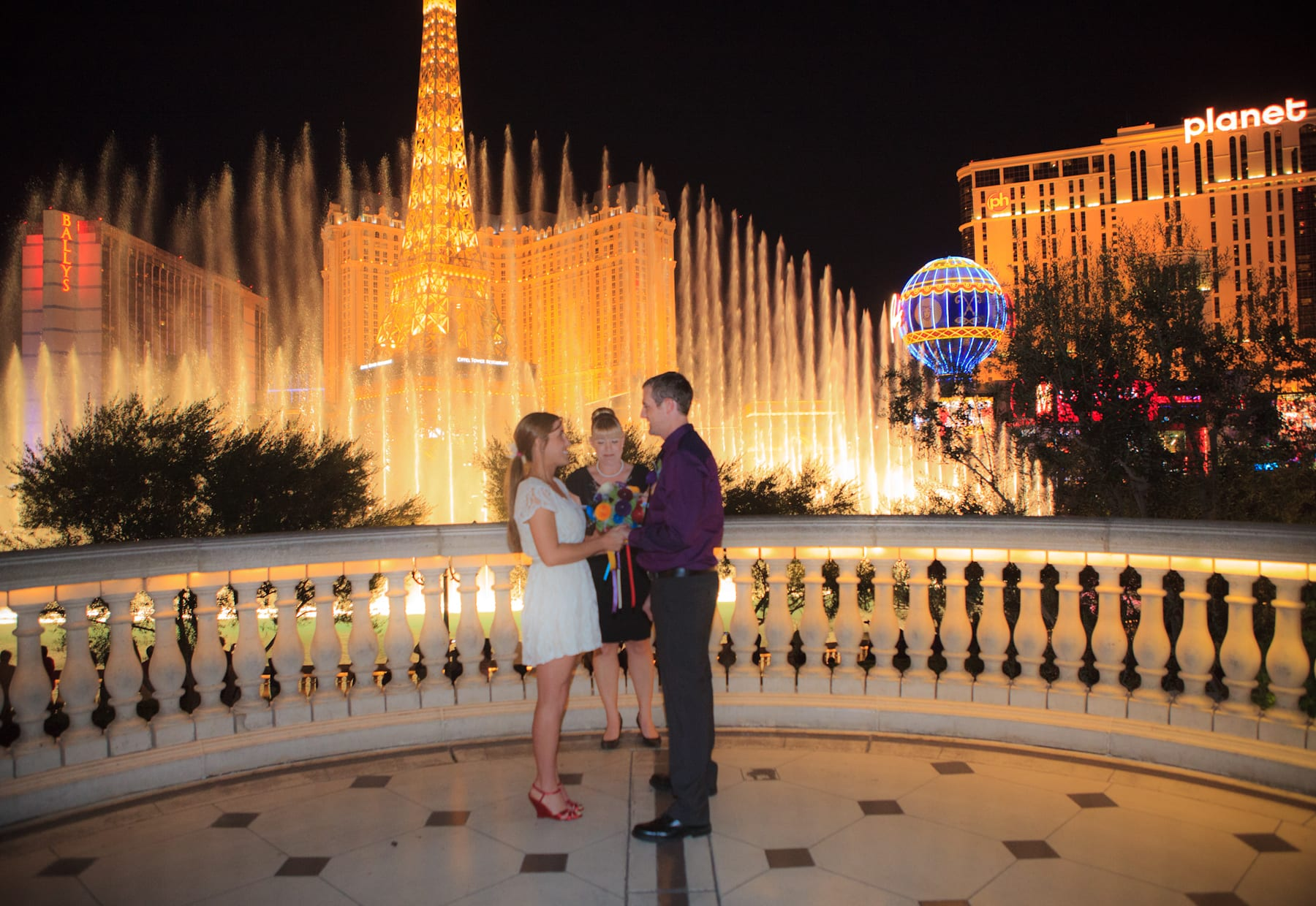 Bellagio fountain wedding sneak peek taylored photo for Wedding photography las vegas