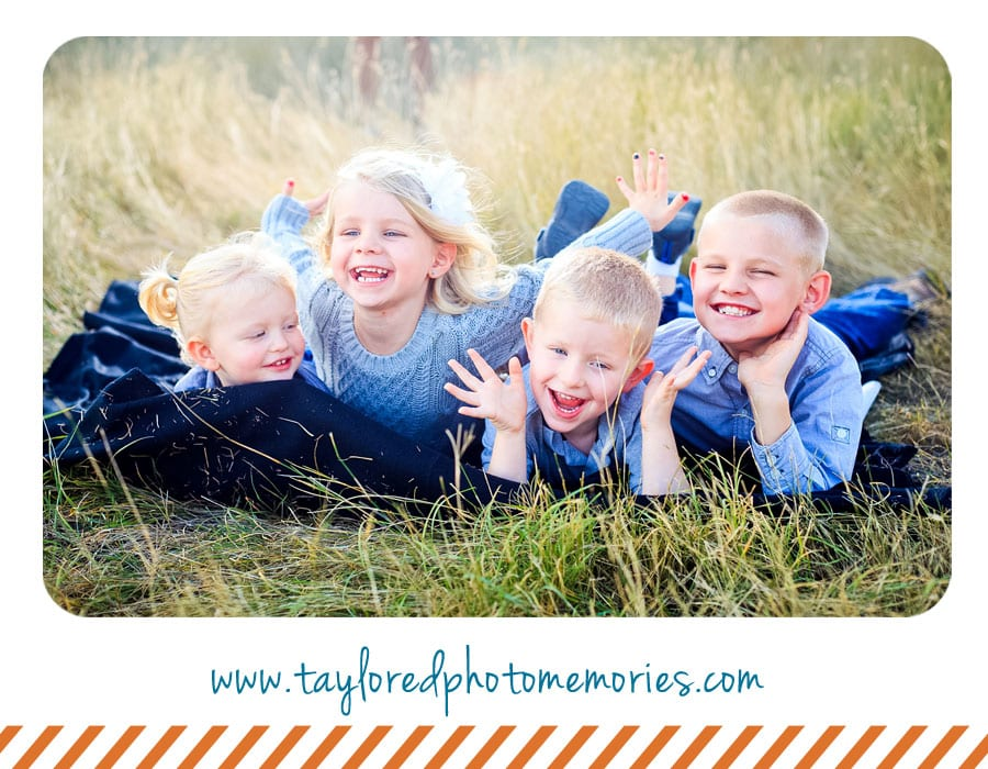 Stop taking lame family photos outdoor family photo for Family of 4 picture ideas